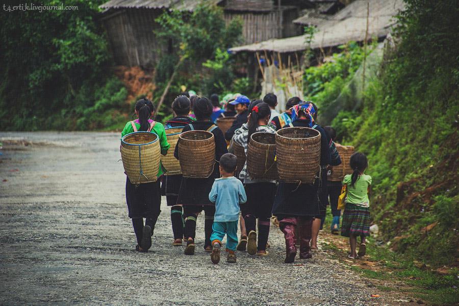 32. Мы направлялись в сторону Сапы, и путь наш лежал прямиком через деревню Лао Чай, возможно,