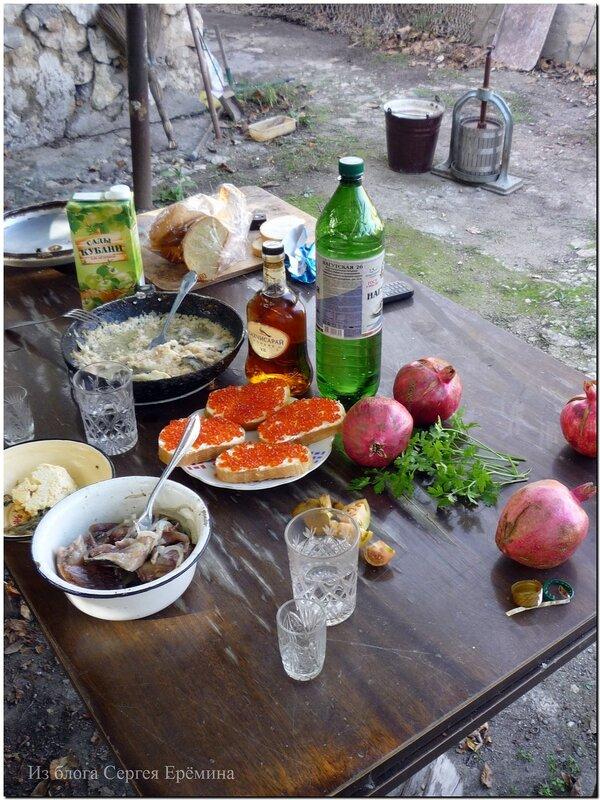 Скромный обед во дворе 3