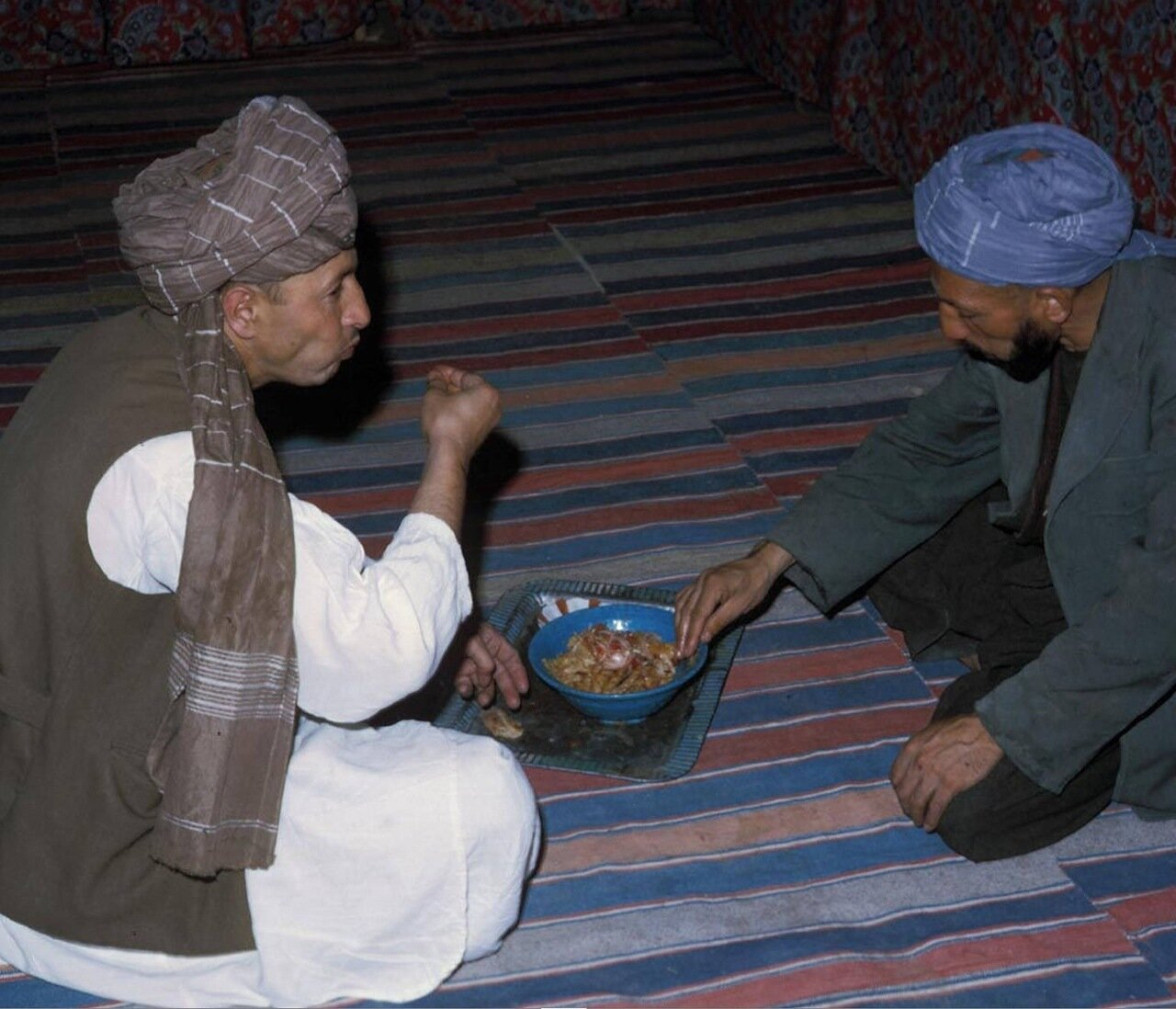 Афганцы за едой