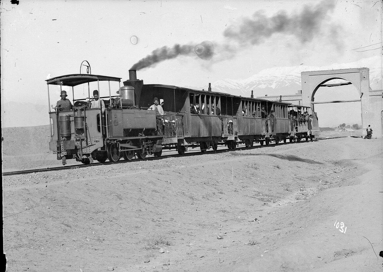 Поезд где-то в Хорасане