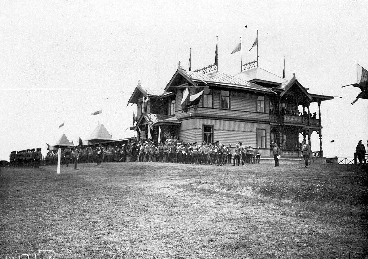 08. Император Николай II приветствует офицеров красносельского лагерного сбора