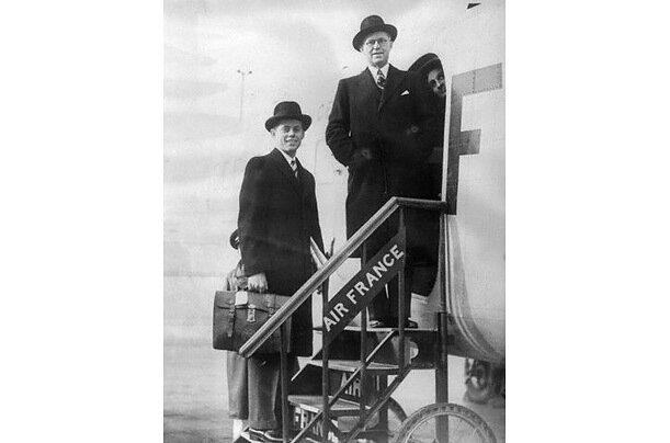 Посол Джозеф Кеннеди и его сын Джон