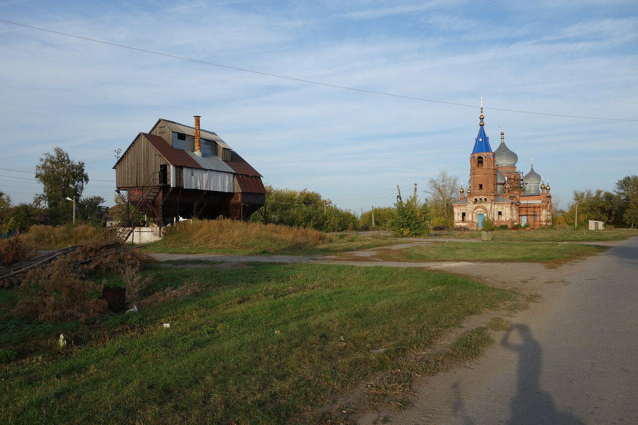 храм и зерноток