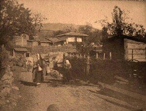 Местные жители на одной из улиц аула.