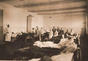 Медицинский персонал и раненые в палате №10.