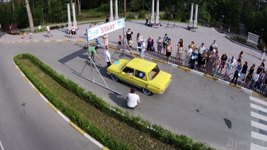 Як перероблений в електромобіль Запорожець обігнав Теслу (фото)