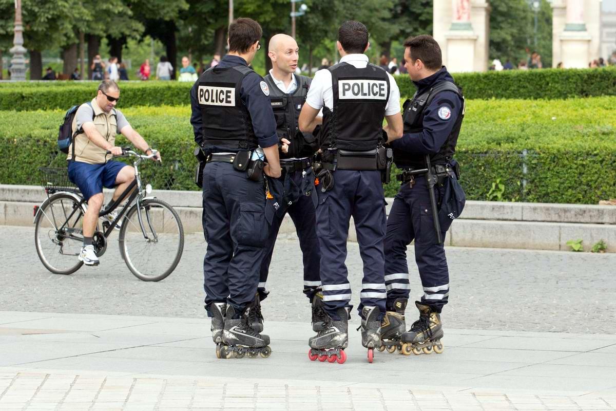 Догоним и перегоним: Парижские полицейские на роликовых коньках (1)