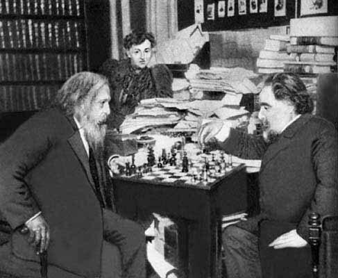 Менделеев и Куинджи играют в шахматы. 1904 год