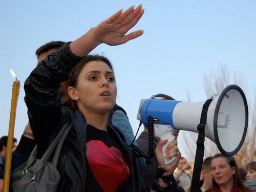 Наташа Морарь выступает на митинге в Кишинёве