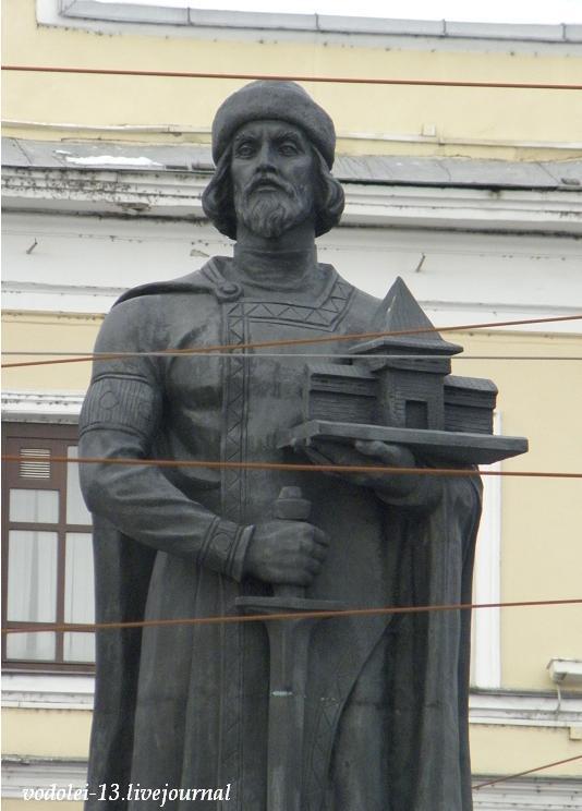 Ярослав Мудрый - памятик в Ярославле.JPG