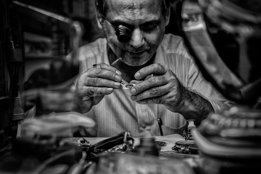 3. Продавщица имбиря и чеснока в Индии. (Фото Subrata Adkhikary):