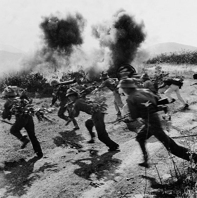 Столкновение армии Северного Вьетнама с солдатами Южного Лаоса (1972г.) Фотограф:Nguyen Dinh Uu