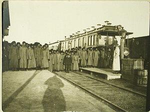 Казаки, отправляющиеся в поход,на железнодорожной станции