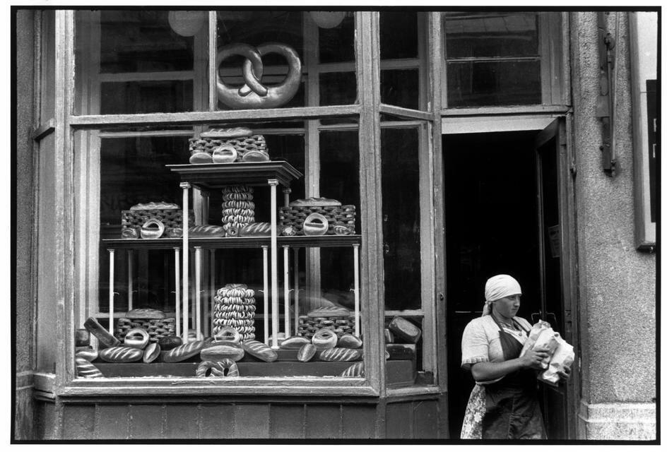 1954. Москва. Булочная