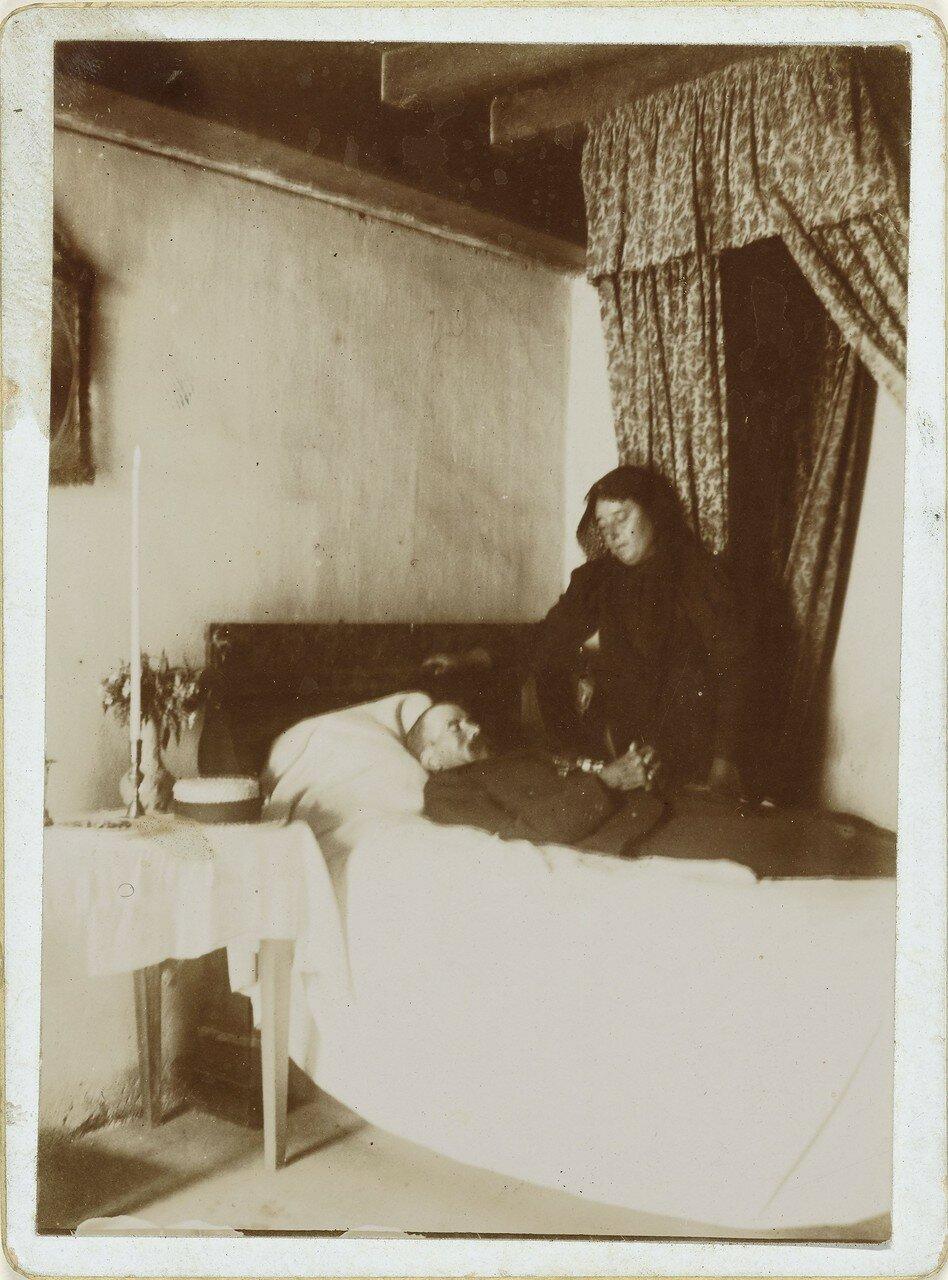 1890. Портрет вдовы у кровати с умершим мужем