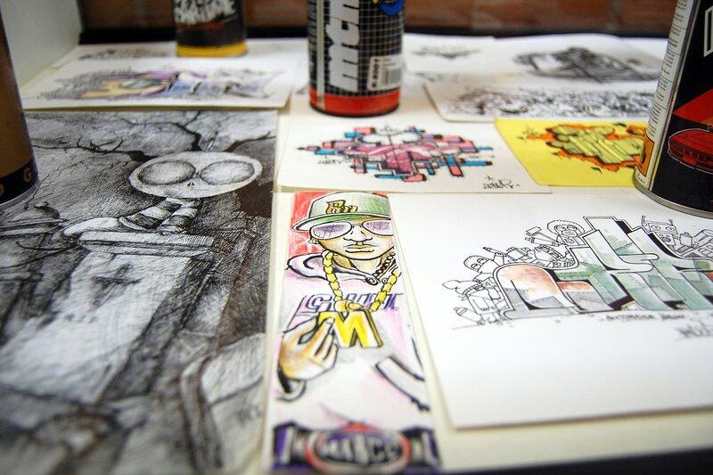 """Выставка работ ижевских граффити-художников """"Жизнь с запахом краски"""""""