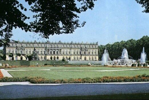 Самым дорогостоящим проектом Людвига стал дворец Херренкимзее на острове Херренверт (сегодня Херренинзель...