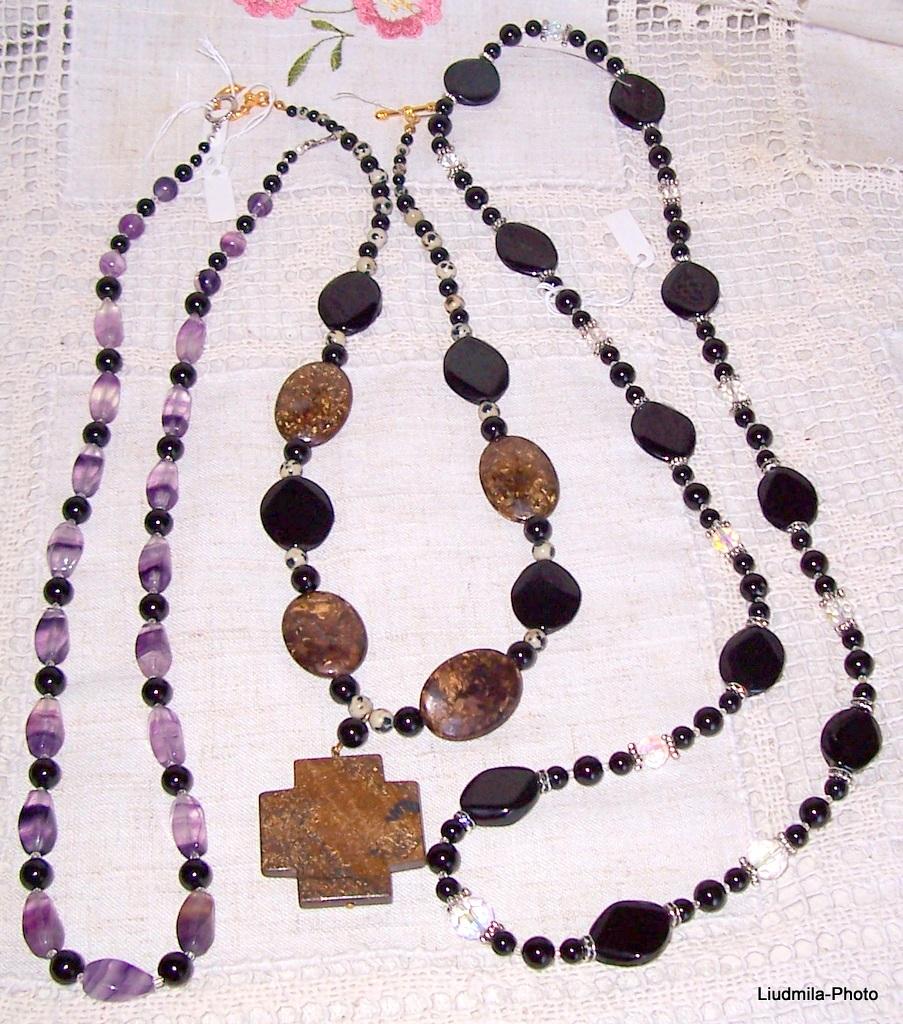 black onyx,bronzite,fluorite