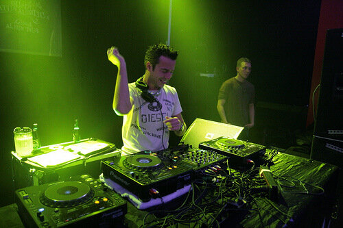 Sander van Doorn - Identity Mix (February 2009) (2 ...