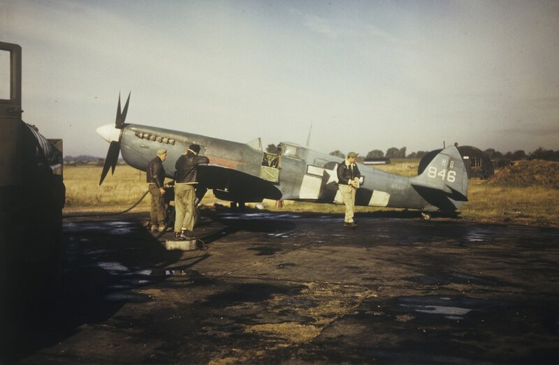 Ground personnel of the 14th Photographic Squadron, 7th Photographic Reconnaissance Group refuel a Spitfire (sn MB946) at Mount Farm