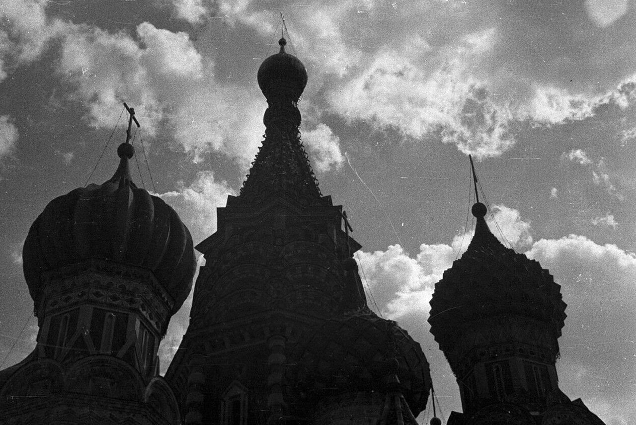 42. Силуэт собора Василия Блаженного