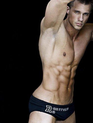 arthur napiontek shirtless