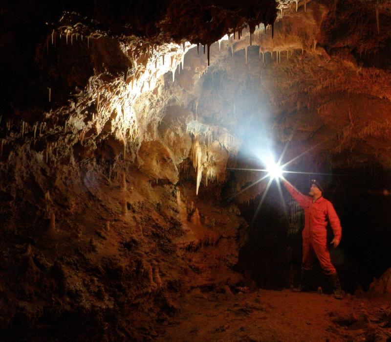 Освещая подземное царство