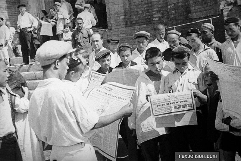 В Ташкенте читают о смерти Горького, 1936 г.