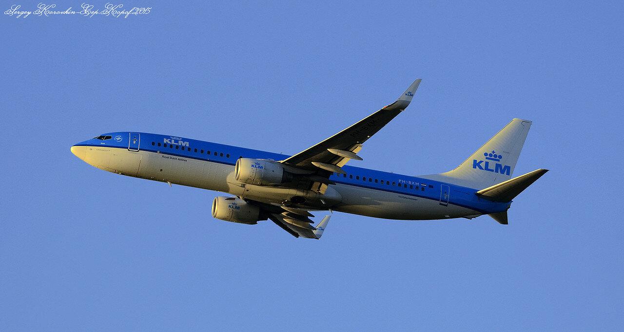 Boeing 737-8K2 KLM PH-BXM.JPG