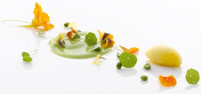 11. Mirazur Ментона, Франция Место в списке прошлого года: 11 Сколько лет в списке: 7 Этот ресторан