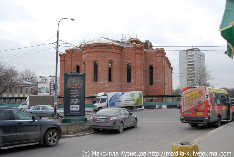 строящаяся церковь Андрея Рублева