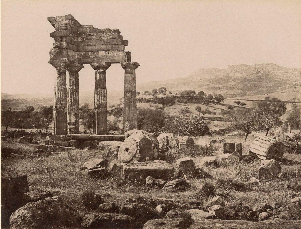 Сиракузы. Развалины храма Кастора и Поллукса