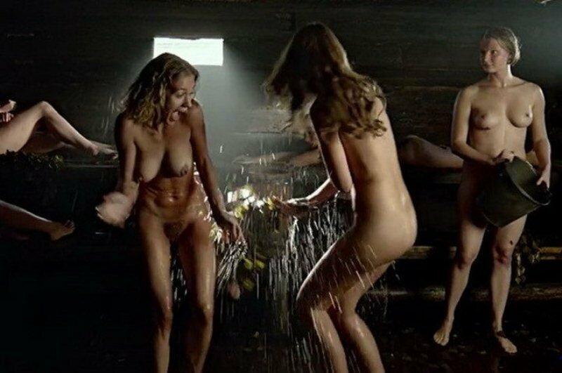 Голые девушки фильмы смотреть женщина порно рабов