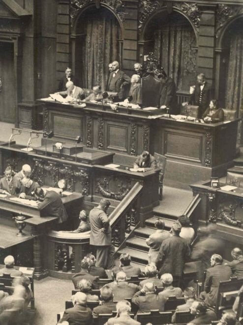 Клара Цеткин открывает как президент заседание рейхстага 30 августа 1932