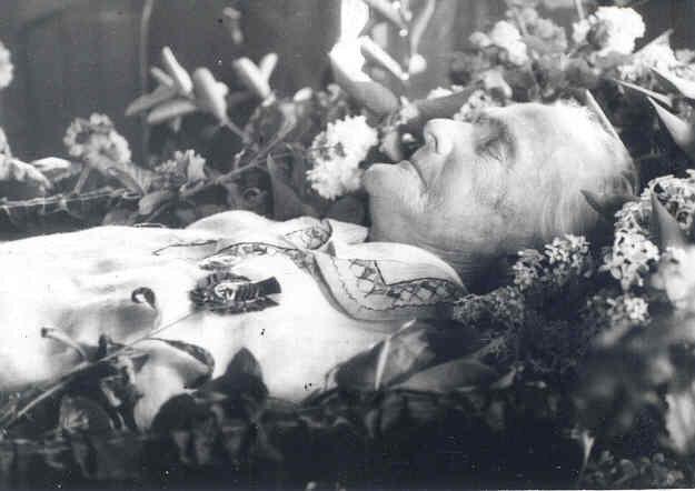 Прощание с Кларой Цеиткин 21 июня 1933 г. в Колонном зале Дома Профсоюзов в Москве