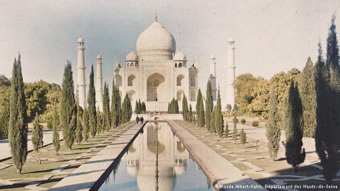 1914 color photograph of the Taj Mahal published in a 1921 issue of the National Geographic magazine.jpg