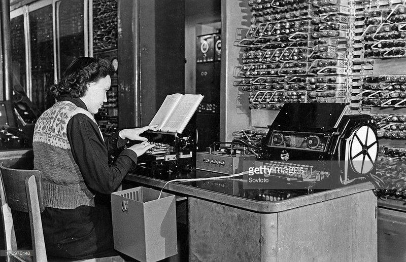 1956 besm-1 computer designed by the institute of precision mechanics and computation techniques Т. Кондратьева набирает английский текст для автоматичского перевода.jpg