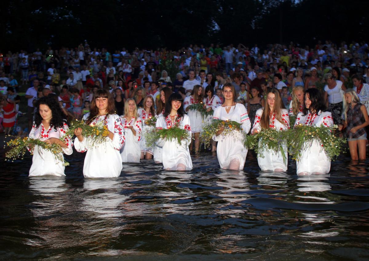 Рассказ о ебле в праздник ивана купала фото 632-419