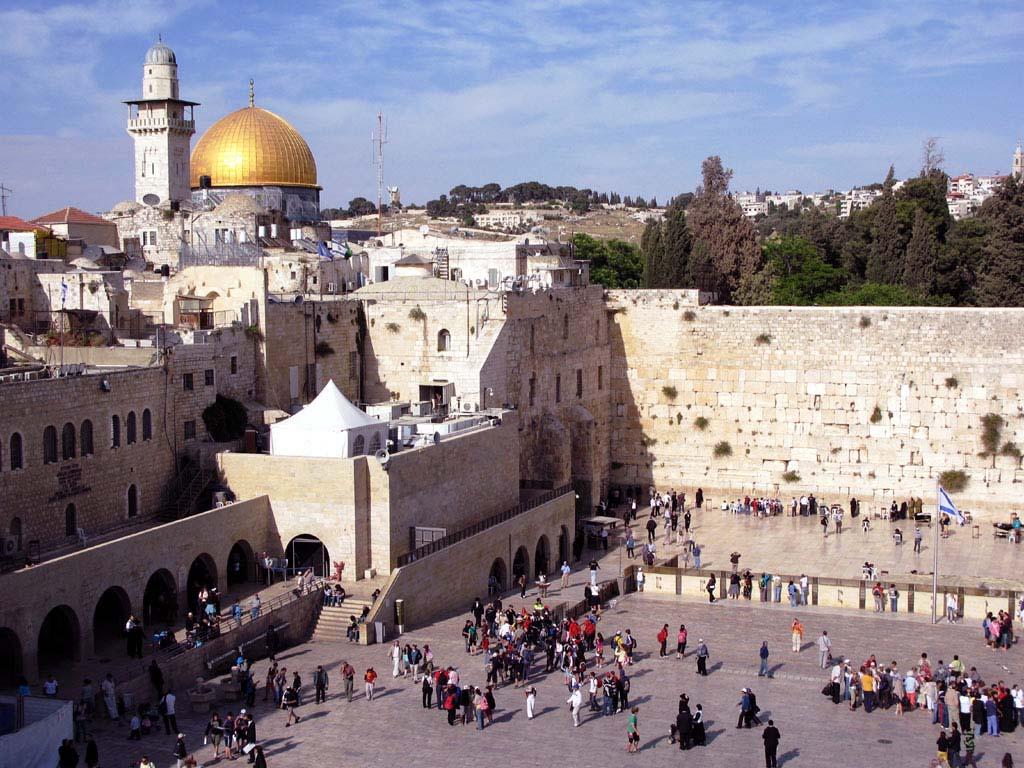 Иерусалим в древности являлся столицей Израиля, и вместе с тем, был центром трех религий. Он считает