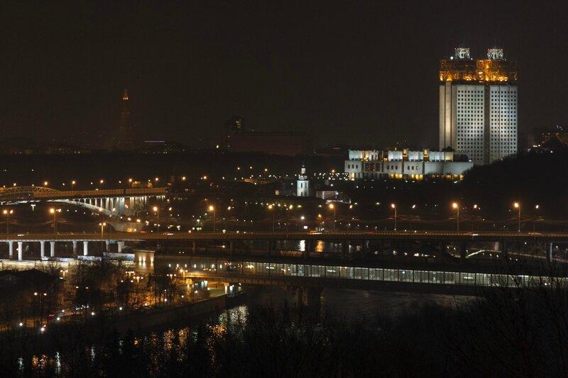 Метромост, Шуховская башня и здание РАН, Москва