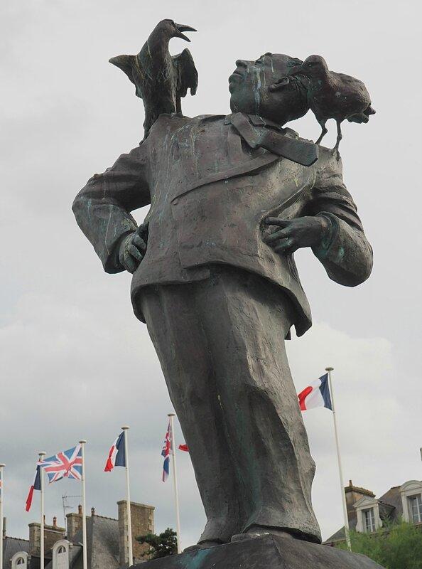 Франция, Динар - памятник Хичкоку (France, Dinard - a monument to Hitchcock)