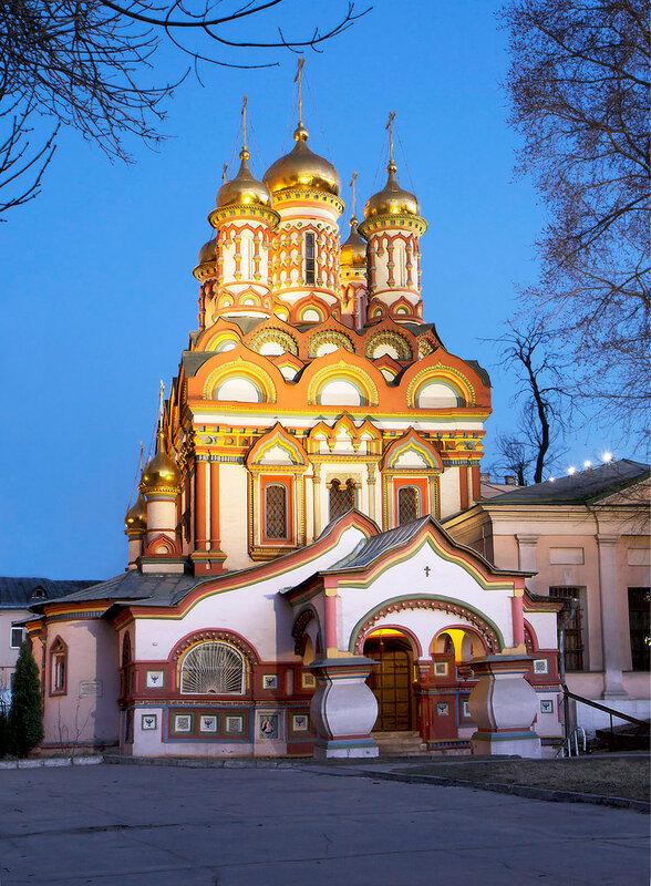 Храм  Николая Угодника на Берсеневской набережной.