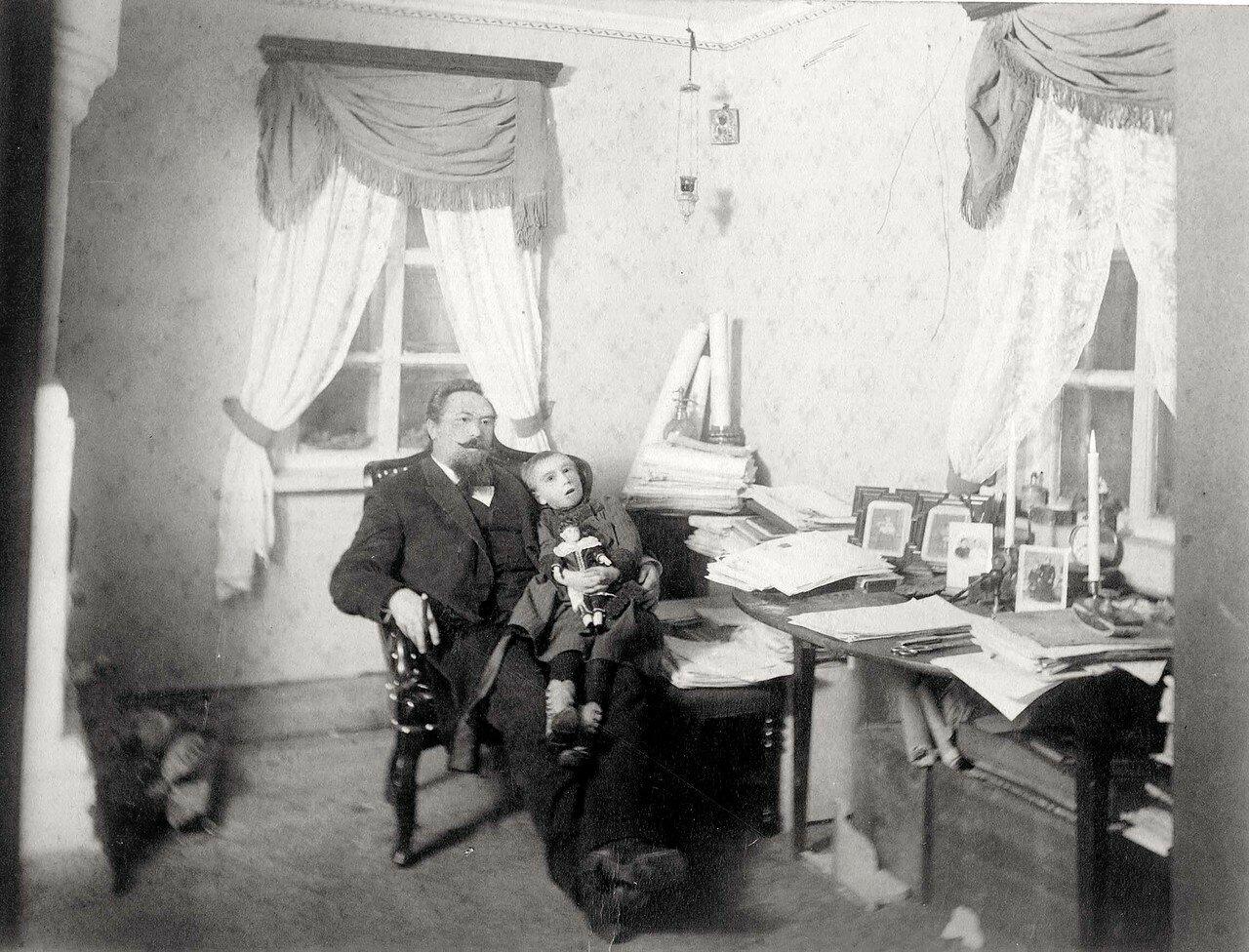 Фрагмент рабочего кабинета жилого помещения на золотых приисках (Минусинский горный округ)
