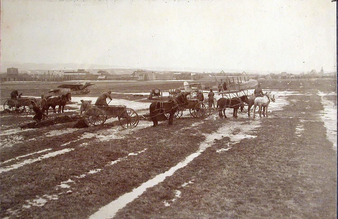 02. Военные за расчисткой и утрамбовкой аэродрома отряда. Польша, близ г.Кросно. 1 января 1915
