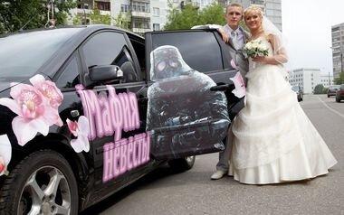 Эффектный свадебный кортеж