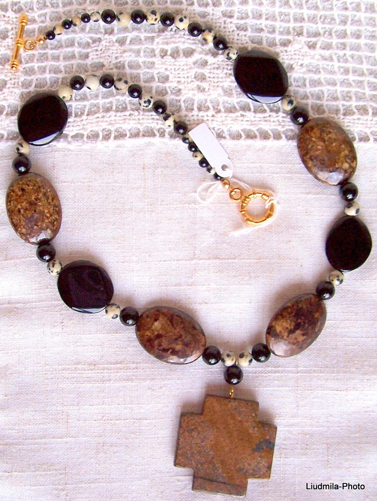 black onyx,bronzite,dalmatian jasper,necklace,gift,jewelry,jewel