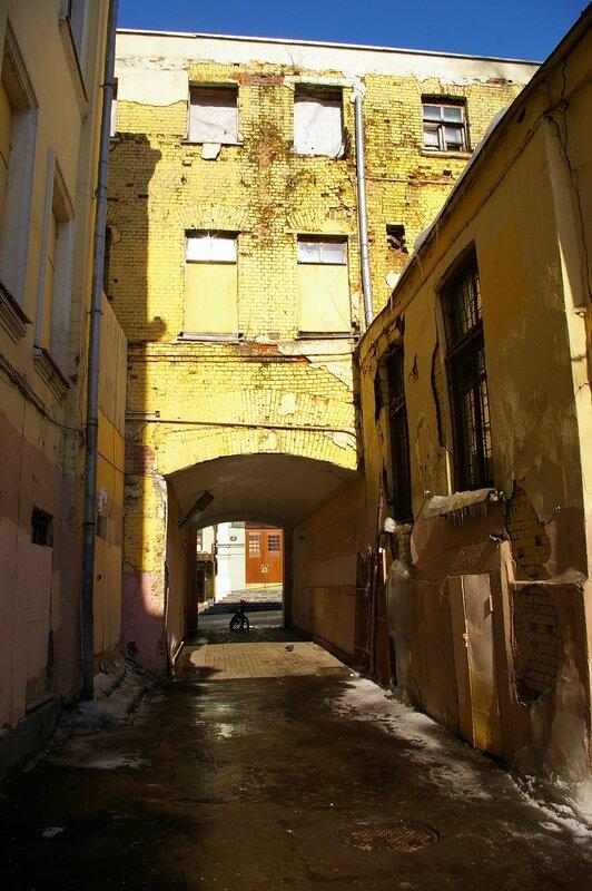 Переулком в знакомый кабак камергерский