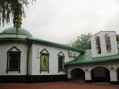 Монастырское подворье.Церковь Двенадцати Апостолов и малая колокольня