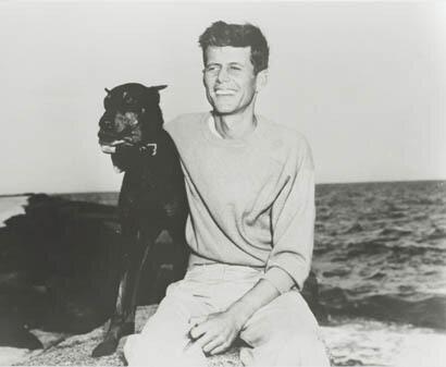 Джон Кеннеди с любимой собакой