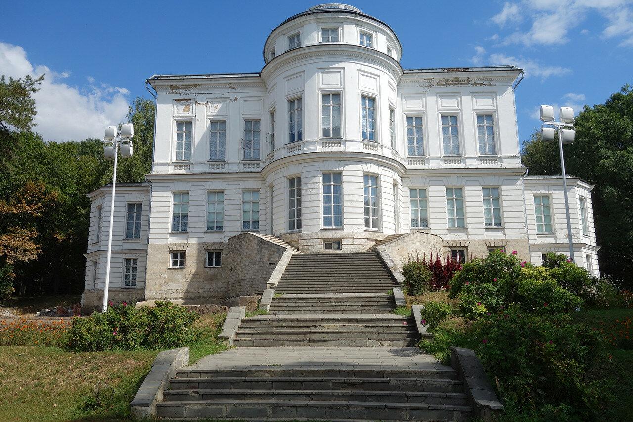 дворец графа Бобринского